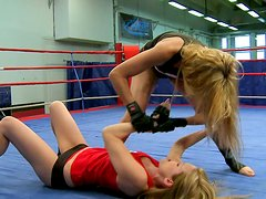 Fighting girls Cindy Hope and Sophie Moone