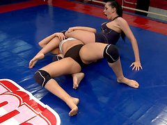 Zealous strumpets Aleska Diamond and Larissa Dee clash on the boxing ring