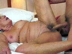 Whorish old short haired granny with hanging knockers gets huge