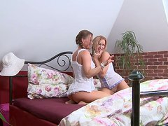 Stacy Silver plays around with her aroused girlfriend