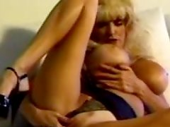 Dee Dee Deluxe blows and gets stunningly fucked doggy style
