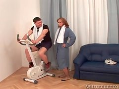 Guy gets off the bike to get sucked by a milf