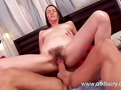 Hairy MILF Veronica Snow gets fucked