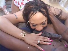Sex with a black girl ends with cum on her ass