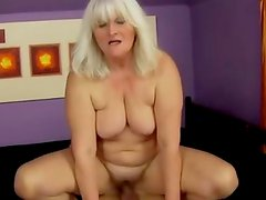 Amateur mature granny riding a dick